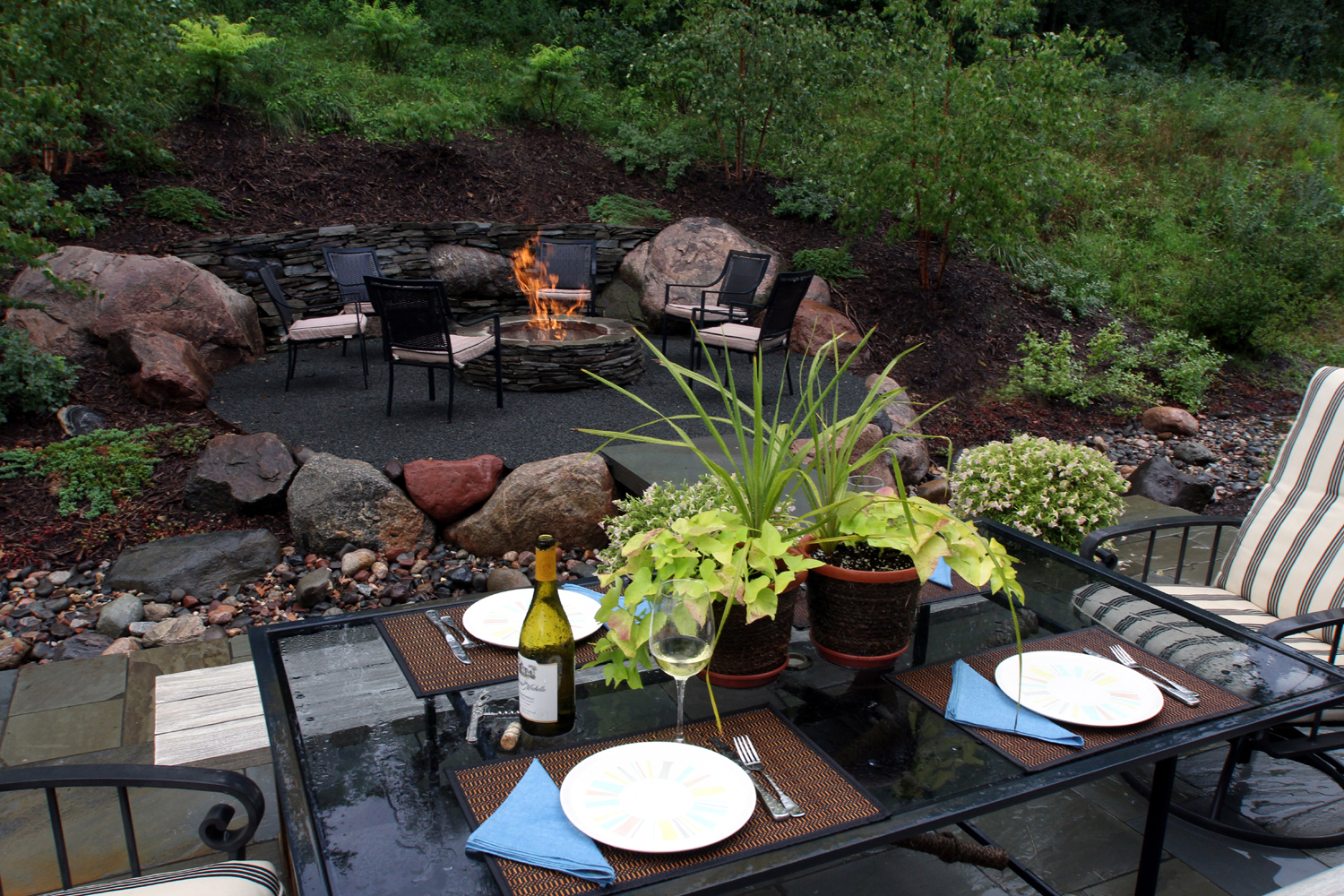 outdoor dining firepit