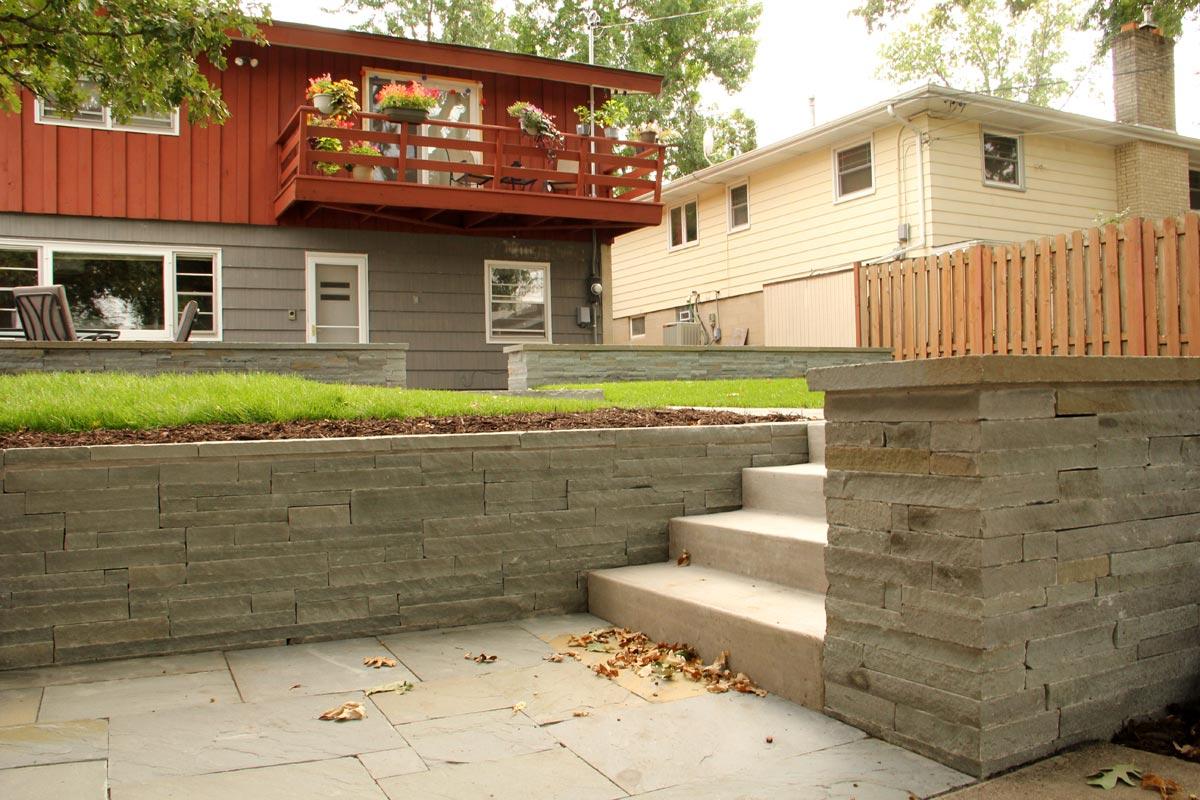 bluestone retaining wall