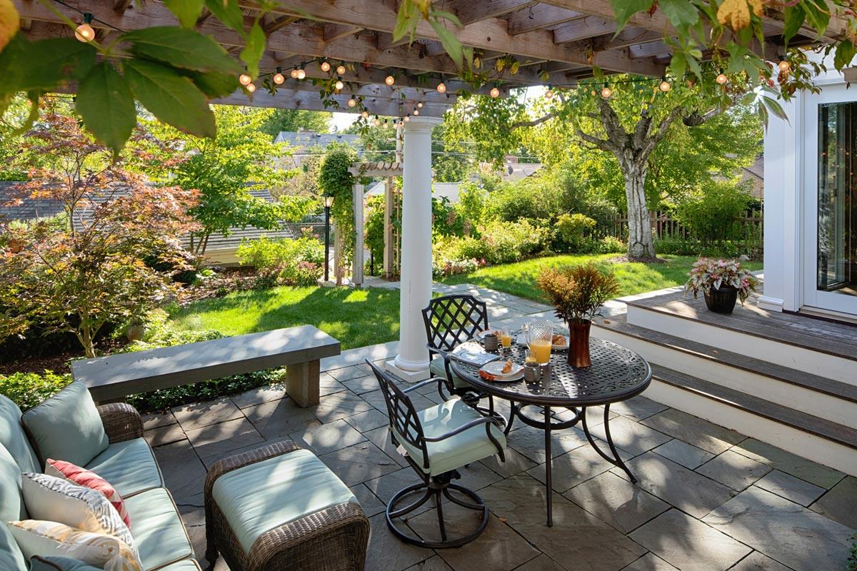 outdoor living pergola