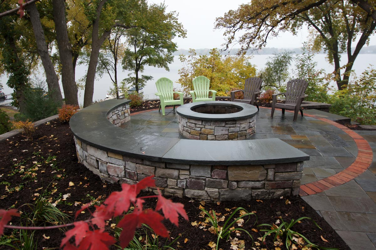 curved stone seat wall