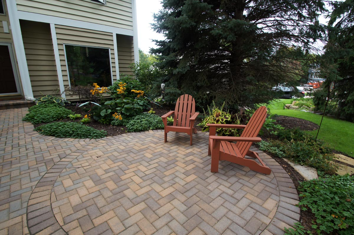 paver patio front yard