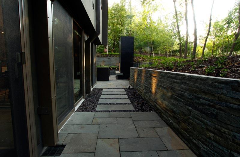 modern backyard walk