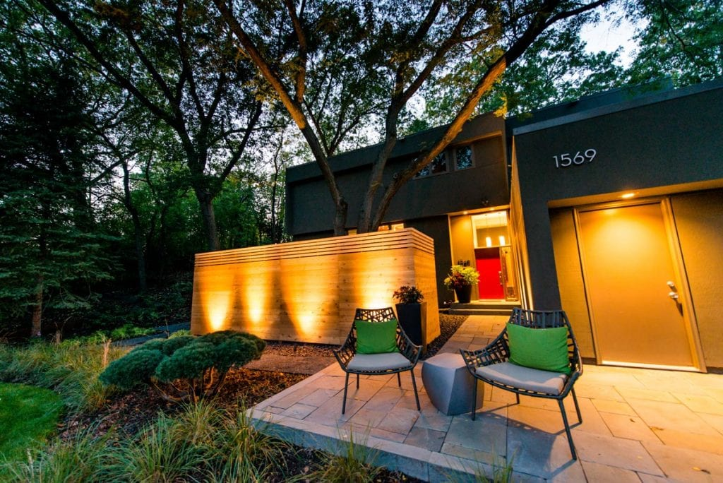modern landscape lighting